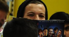 Louis Tomlinson reads a book on The Wanted.