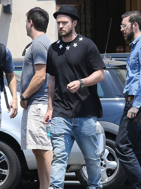 Justin Timberlake wearing a black t shirt as he leaves recording studio