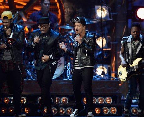 Bruno Mars BRIT Awards 2014 Performance