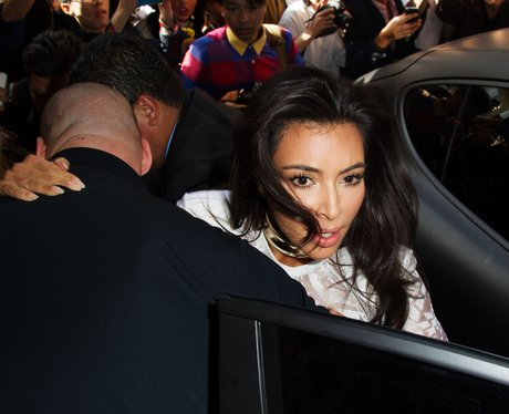 Kim Kardashian pushed by crowd