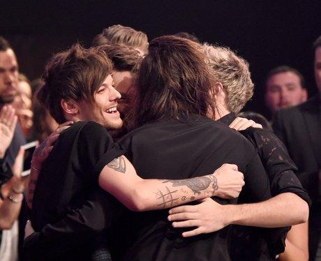 One Direction American Music Awards 2015 Hug
