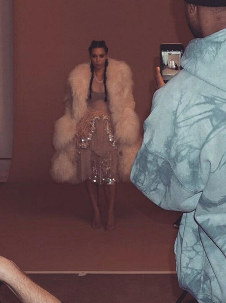 Kim Kardashian shares behind the scenes photo of Y