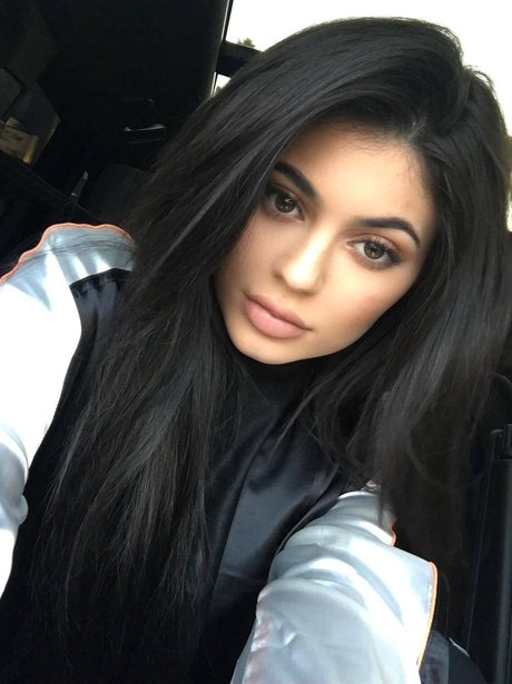 Kylie Jenner poses in a new selfie with a surprisingly ...