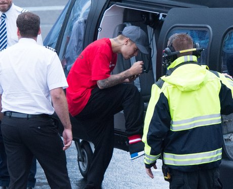 Justin Bieber boards helicopter en route to V Fest