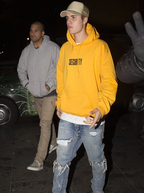 repping his own merch justin bieber goes bold in his. Black Bedroom Furniture Sets. Home Design Ideas